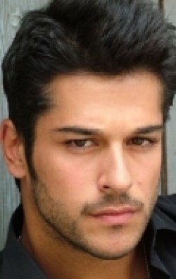 Full Burak Özçivit filmography who acted in the movie Aşk Sana Benzer.