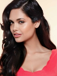 Full Esha Gupta filmography who acted in the movie Humshakals.