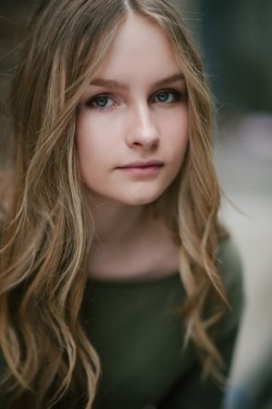 Full Olivia DeJonge filmography who acted in the movie The Visit.