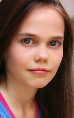 Full Oona Laurence filmography who acted in the movie A Bad Moms Christmas.